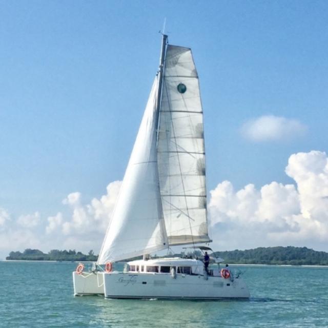Yacht Tour - Sailing Catamaran (L400S2 XML)